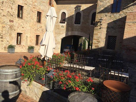 Castel Monastero : photo1.jpg