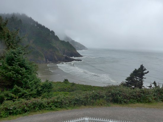 Heceta Head Lighthouse Bed and Breakfast: View from our Room - Mariner II