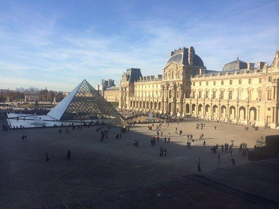 Le louvre photo prise de l 39 int rieur musee du louvre for Louvre interieur