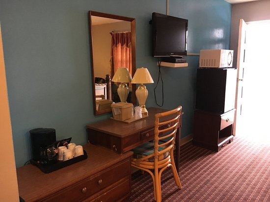 Bedford Motel: In Room Micr-Frig, Coffee, Hair Dryer, Direct-TV, etc
