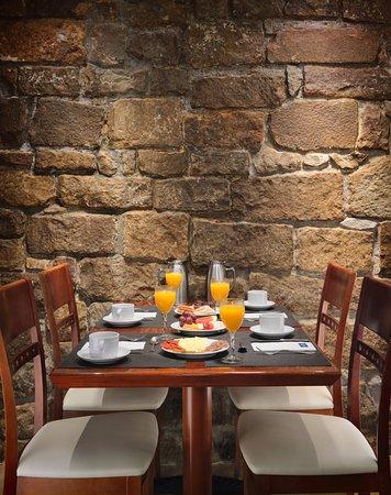 H10 Raco Del Pi: Sala de desayunos