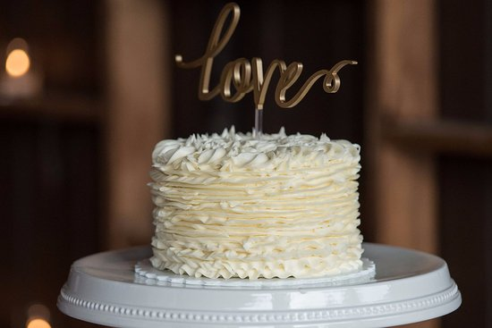 """White Bear Lake, MN: Vintage ruffles on a 6"""" cake are beautiful and delicious"""