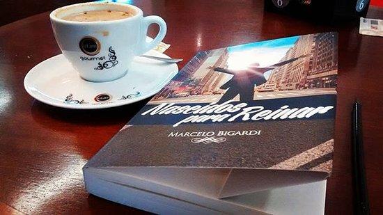 Jacarei, SP: Ótimo lugar para um café e um livro ;-)
