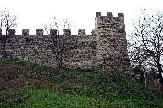Calenzano, Italy: Il bastione sul lato nord delle mura trecentesche
