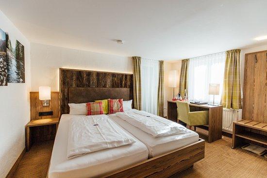 Riezlern, Østrig: die Walser Zimmer im Stammhaus, Zimmer und Bäder neu eingerichtet