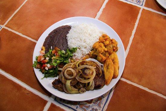 Nuevo Arenal, Costa Rica: Bistek Encebollado Casado - Onion Steak Casado