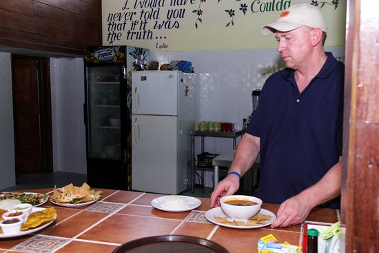 Nuevo Arenal, Costa Rica: Doug, the owner ready to serve his guests.