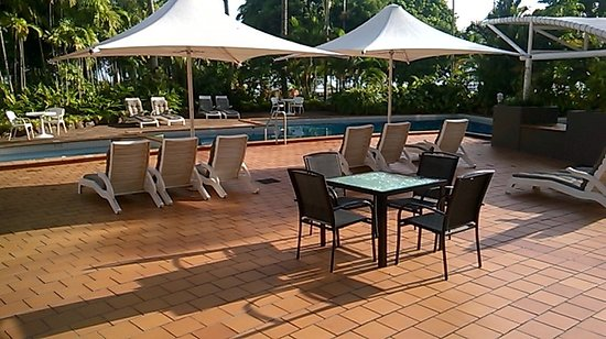 DoubleTree by Hilton Hotel Cairns: Pool area