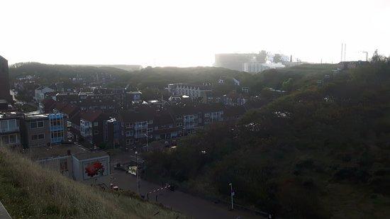 Strandhotel Het Hoge Duin: Leuk uitzicht, dorp, duin, zee en incl. Tata Steel...