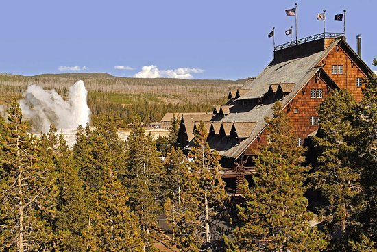 Old Faithful Inn: Exterior