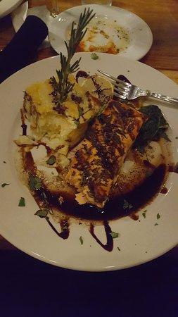 Fuquay-Varina, Caroline du Nord : Salmon dish