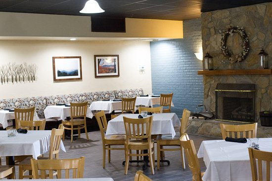 Old Orchard Tavern at Cascades Mountain Resort: Dining room