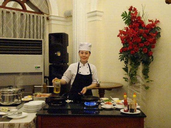 Hotel Continental Saigon: завтрак
