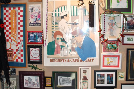 Blue's Bayou Cafe: Lots to look at when you first enter
