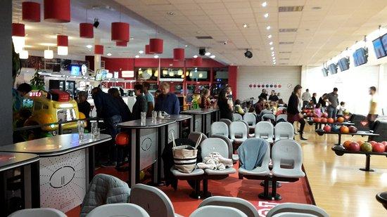 restaurant le bowling macon dans macon avec cuisine autres cuisines internationales. Black Bedroom Furniture Sets. Home Design Ideas