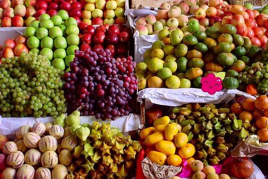 Patricia Valer Ugarte: frutas en el mercado de San Pedro