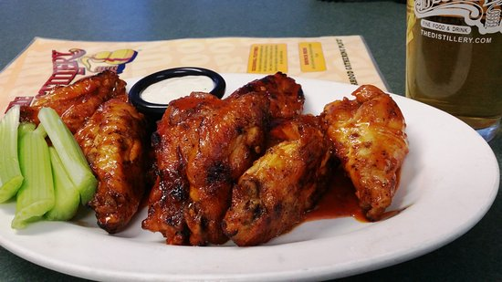 DeWitt, NY: GRILLED WINGS & a BEER