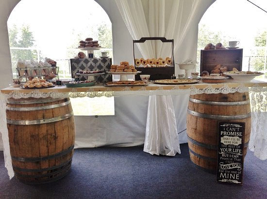 Beamsville, Canada: A sweets table for a sweet occasion