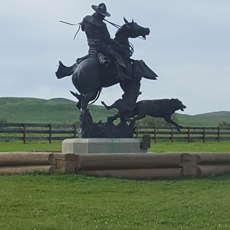 Turner Valley, Kanada: Bronze statue at Bar U Ranch where the grain is farmed using Percherons and volunteer farmers