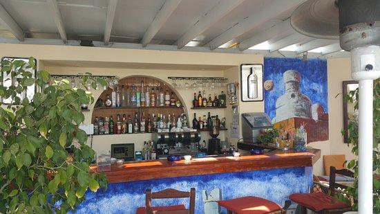Atmosphere Lounge Restaurant: Eine gut sortierte Bar.