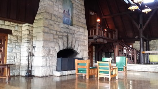 Grafton, IL: Large fireplace in the lobby