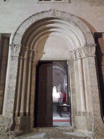 Chiesa di San Michele Arcangelo: Il portale