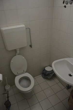 Contadinostrano Ciapa e porta a ca: The toilett