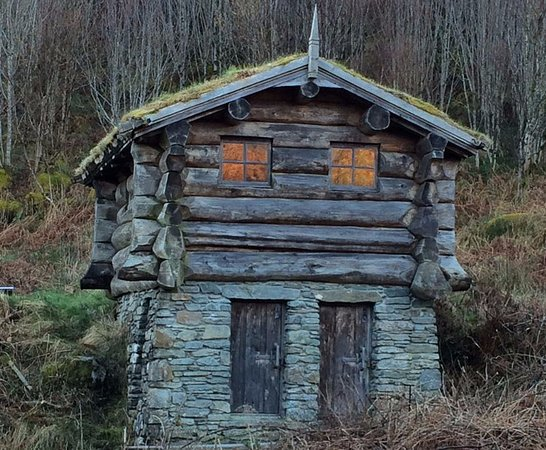 Lochgilphead, UK: Compost loo at Barr an Daimh. Amazing, like something out of Lord of the Rings.