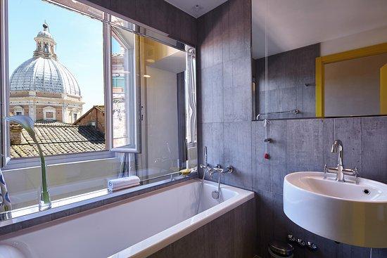 Vasca Da Bagno Per Hotel : Vasca da bagno con vista foto di hotel palazzetto rosso siena