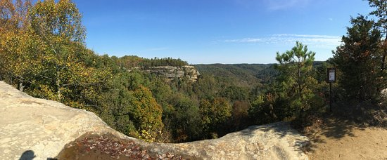 Natural Bridge State Resort Park: Long distance views.