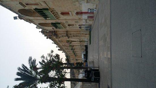 Valletta Waterfront: 20160412_181804_large.jpg
