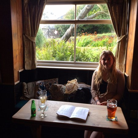 Zennor, UK: Lovely window seat in the pub