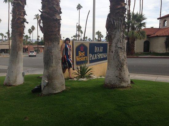 BEST WESTERN Inn at Palm Springs: Souvenir Photo near Belardo St. Palm Springs, Ca