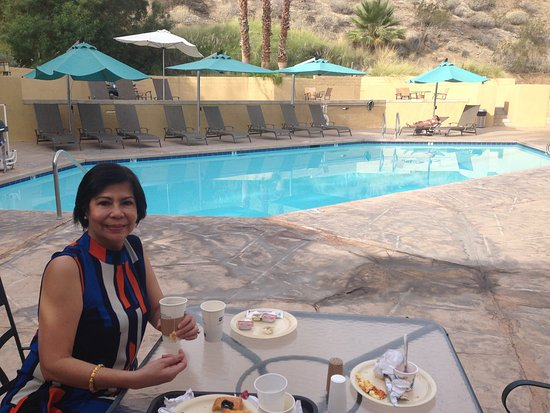 BEST WESTERN Inn at Palm Springs: American breakfast by the pool