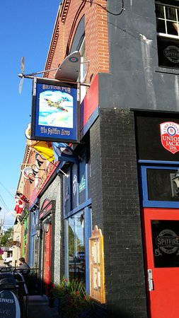 Windsor, Canada: Pub from the outside