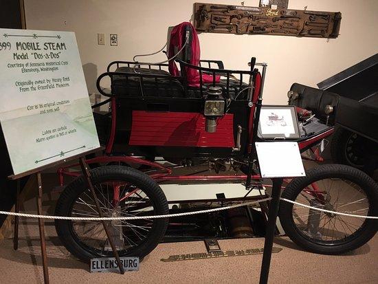 Kittitas County Historical Museum : Steam automobile