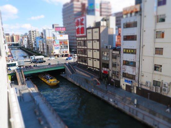 Kaneyoshi Ryokan : View of Dotonbori canal from the room