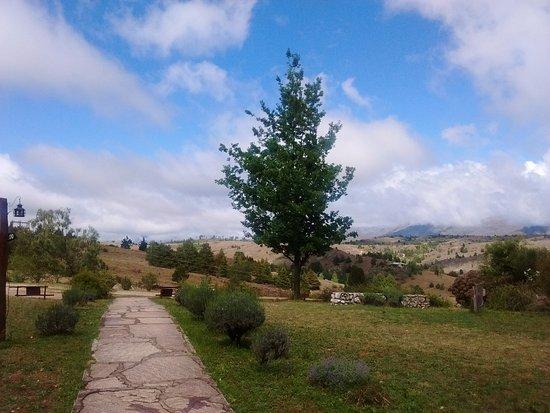 Hosteria La Domanda: Vista desde la puerta de ingreso