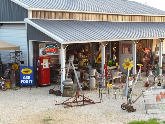 Hwy 52 North, Guttenberg Ia.Heavens Hill Antique And More