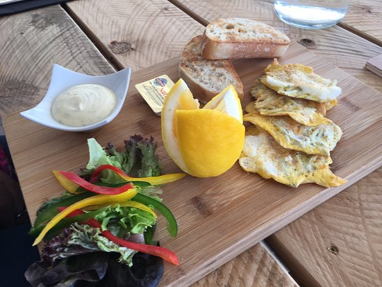 Pauanui, Nueva Zelanda: Whitebait fritters and pizza