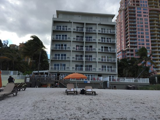 Sun Tower Hotel & Suites on the beach: View from the beach