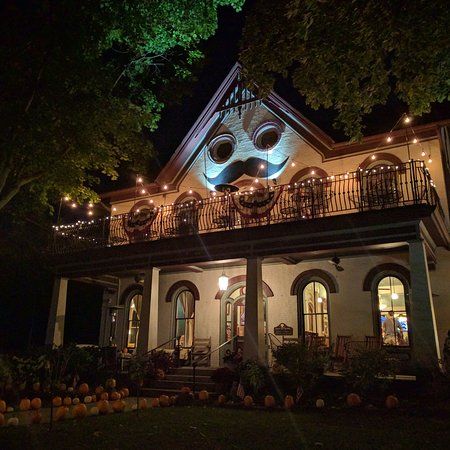 Harmony, PA: Love the mustache and the pumpkins!