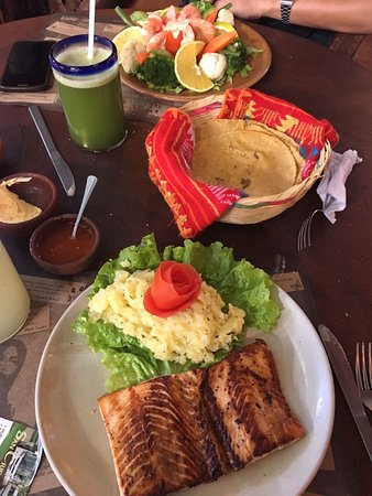 TierrAdentro: Salad and Salmon with mashed potatoes