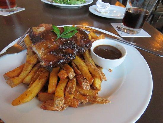 Барри, Канада: Schnitzel with fritz