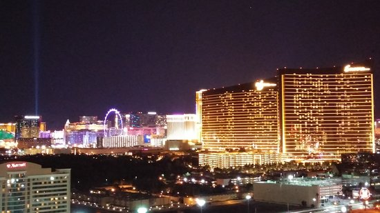 SpringHill Suites Las Vegas Convention Center: View from Rooftop pool