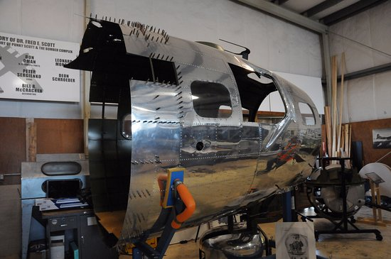 Salem, OR: Nose section of the B-17