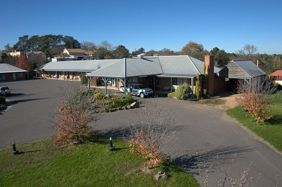 Swaggers Motor Inn : Areal view of entry to Reception and rooms 1-9
