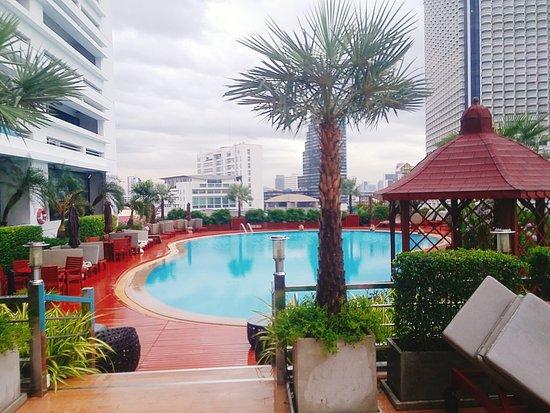Centre Point Silom: 수영장