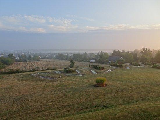 Novotel Amboise: 遠くにロワール川と小さくアンボワーズ城が見えます。