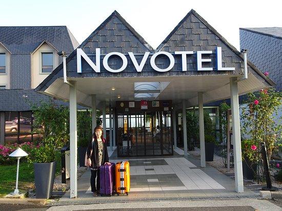 Novotel Amboise: 明るいこじんまりと綺麗なエントランス